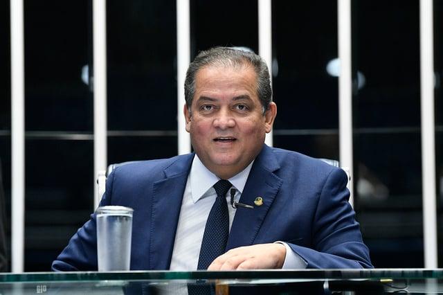 """""""Mais do menos"""", diz líder do governo no Congresso, sobre prisão de Queiroz"""