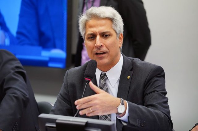 Oposição vai fazer aditamento a pedido de impeachment de Bolsonaro