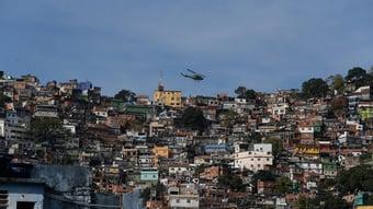 IMAGEM: PM do Rio faz operação para impedir festa de aniversário de traficante
