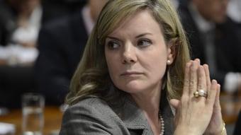 IMAGEM: Gleisi provoca petistas do Senado