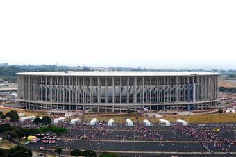 IMAGEM: Justiça bloqueia até R$ 37 mi de Agnelo e Filippelli por superfaturamento em construção de estádio