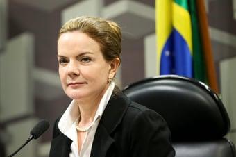 IMAGEM: Gleisi diz que Bolsonaro 'apropria-se de obra que não é sua'