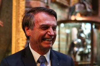 """IMAGEM: """"Tem que ter um fuzil, pô!"""", diz Bolsonaro"""