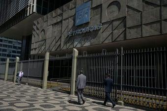 IMAGEM: CVM absolve Dilma e condena 4 ex-dirigentes da Petrobras