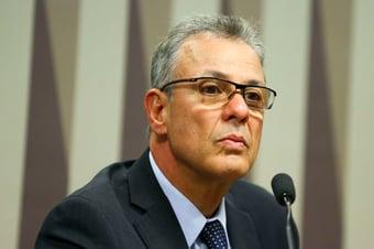 """IMAGEM: """"Temos de observar antes de agir"""", diz ministro de Minas e Energia"""
