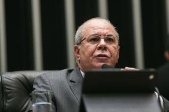IMAGEM: Com Covid-19, vice-presidente da comissão da reforma tributária vai para UTI