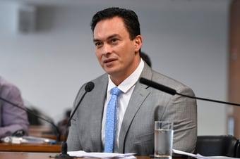 """IMAGEM: Após dinheiro nas nádegas de Chico, senador critica farra das emendas: """"Já temos uma ideia do destino"""""""