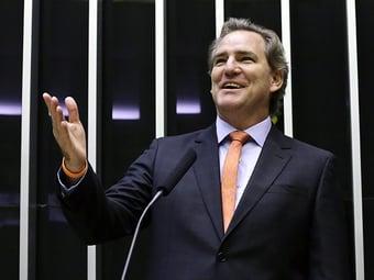 IMAGEM: Bolsonaro 'justifica aumento de carga tributária', diz deputado do Novo