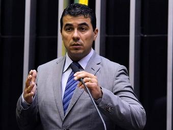 IMAGEM: Bolsonaro repete desejo de isentar IR para quem ganha até R$ 3 mil