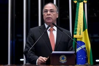 IMAGEM: Barroso prorroga inquérito sobre Bezerra Coelho