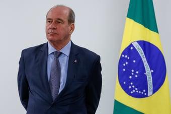 IMAGEM: Ministro da Defesa quer driblar o teto de gastos