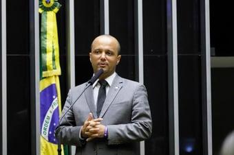 IMAGEM: Vitor Hugo pode 'cair para cima'
