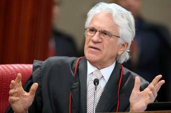 IMAGEM: Servidores do CNJ vão ao Supremo para barrar Mário Maia