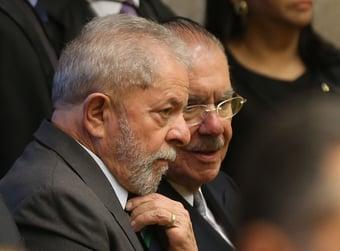 IMAGEM: Lula e Bolsonaro cortejam Sarney
