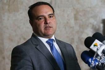 IMAGEM: Jorge Oliveira comemora aprovação no Senado