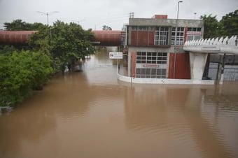 IMAGEM: Rio Pinheiros não transbordava totalmente havia 15 anos, diz governo de SP
