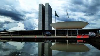 IMAGEM: Parlamentares custam mais de R$ 30 milhões por dia aos brasileiros