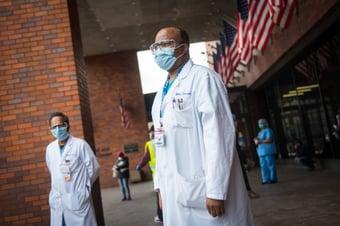 IMAGEM: EUA ultrapassam 500 mil mortes por Covid-19