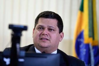 IMAGEM: Bento Albuquerque viaja a Macapá após acidente em subestação de energia