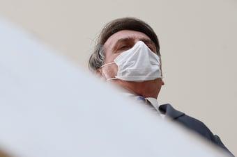 IMAGEM: Bolsonaro passa por exames antes de cirurgia