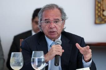 """IMAGEM: Guedes diz que analogia sobre filho de porteiro na universidade foi crítica a instituições """"caça-níqueis"""""""