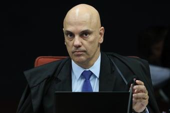 """IMAGEM: Moraes diz que era """"obrigação"""" de Barroso mandar abrir CPI da Covid"""