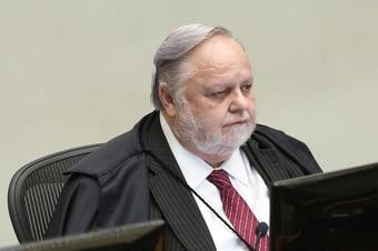 IMAGEM: 1 x 0 – Fischer vota contra segundo pedido de Flávio para anular investigação da rachadinha