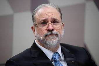 IMAGEM: Aras tem de denunciar Bolsonaro