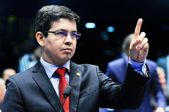 IMAGEM: Randolfe provoca Rodrigo Maia