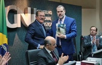 IMAGEM: Humberto Martins ganha força para o Supremo