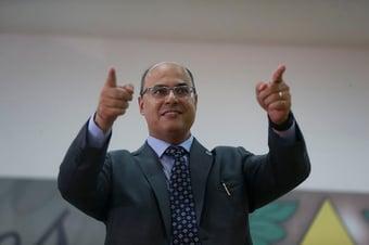 IMAGEM: Witzel comemora absolvição de Carlos Moisés