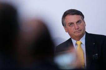 IMAGEM: Bolsonaro contra dispensa de licitação para advogados