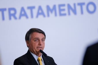 IMAGEM: Bolsonaro diz que vai reeditar decreto sobre SUS