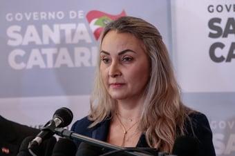 IMAGEM: Governadora de SC está com Covid-19