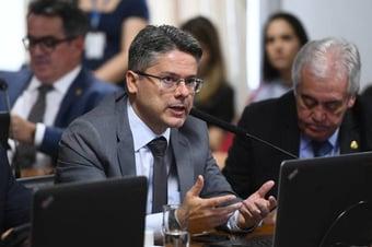 IMAGEM: Recuperando-se da Covid, Alessandro Vieira pode ter alta amanhã