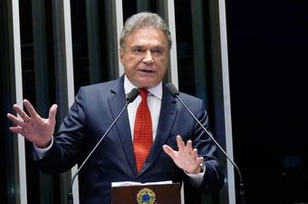 """IMAGEM: Alvaro Dias: """"Não vejo outro instrumento, a não ser o da CPI"""""""