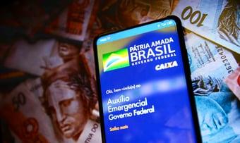 IMAGEM: TCU: quase 11 mil candidatos com patrimônio superior a R$ 300 mil receberam coronavoucher