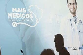 IMAGEM: Governo reincorpora mais 950 cubanos ao Mais Médicos