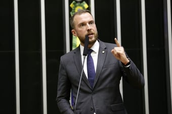 IMAGEM: Novo líder do Novo tenta afastar o partido do bolsonarismo