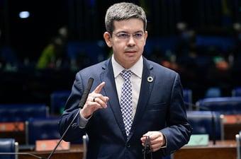 IMAGEM: Randolfe questiona adiamento da eleição apenas na capital