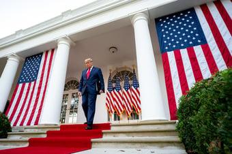 IMAGEM: Trump ameaça vetar projeto que renomearia bases militares em homenagem aos Confederados