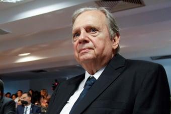 """IMAGEM: Tasso: """"Acho muito difícil uma frente ampla no Brasil"""""""