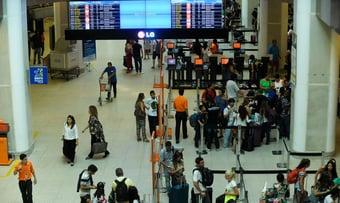IMAGEM: Bolsonaro, o liberal, assina decreto de criação de estatal