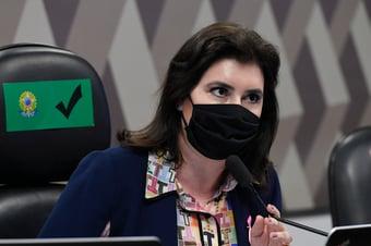 IMAGEM: Simone Tebet se emociona ao deixar CCJ