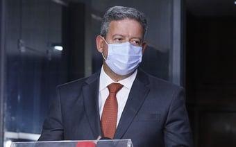 IMAGEM: Depois de apoiar urgência, Lira assina emenda contra blindagem de advogados