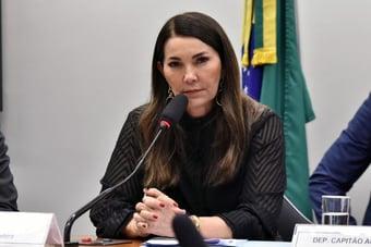 """IMAGEM: Deputada do PP declara apoio a Lira """"em nome da bancada feminina"""""""
