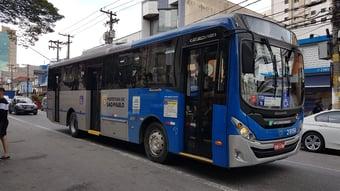 IMAGEM: Covas e Doria acabam com transporte público gratuito para quem tem de 60 a 64 anos