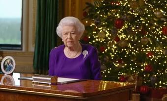 IMAGEM: Em mensagem de Natal, rainha Elizabeth agradece a médicos