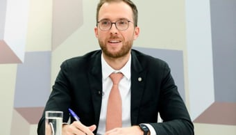 """IMAGEM: Líder do Novo diz que PEC da imunidade parlamentar está """"atropelando o regimento"""""""