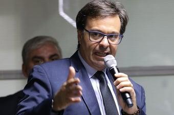 IMAGEM: Ministro do Turismo comemora 'superlotação' das praias